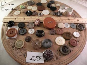 48 buttons, assorted large vintage inv255