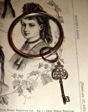 Metal vintage bangle 80s bracelet big key steampunk Alice