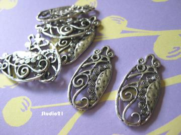 9 pcs of Antique Silver Finish Oval Flower Pendant/Charm (PEN-S14)