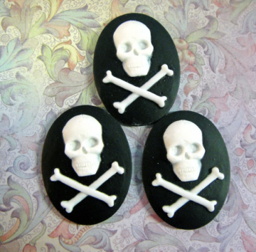 Unset Loose Cameo Skull and Crossbones 01