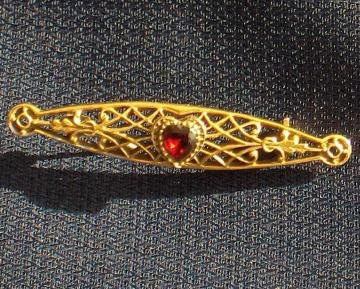 Vintage - Gold Tone Ruby Red Heart Rhinestone Bar Pin