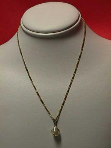 Vintage - 16&quot; Delicate Goldtone Chain Captured Pearl Necklace