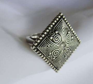 Celtic Design Button Ring