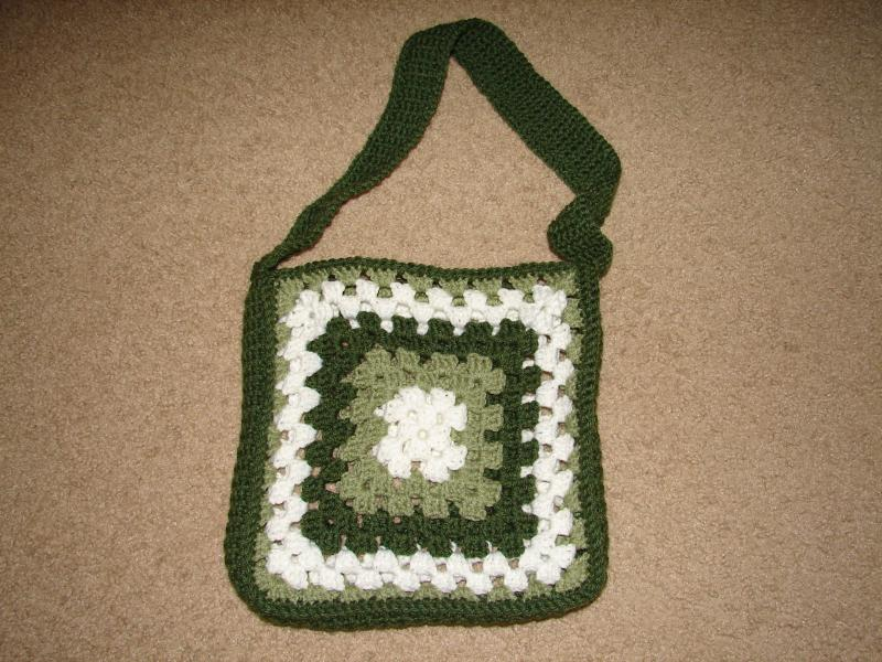Granny Square Purse Pattern Free : GRANNY BAG PATTERN Design Patterns