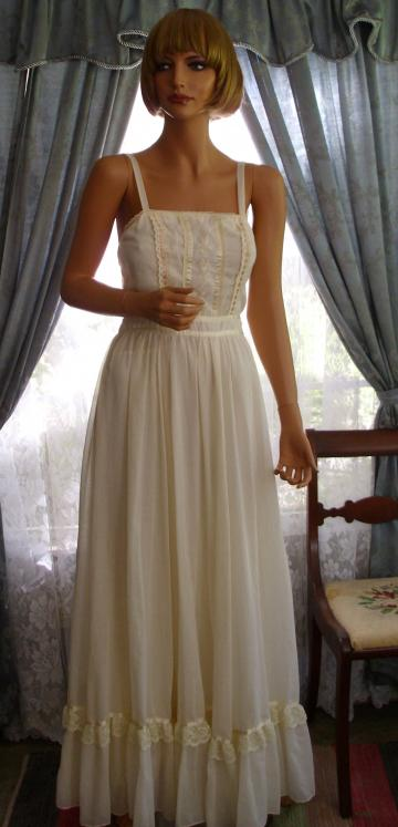 Classic Gunne Sax Embroidered Sundress
