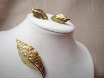Vintage Golden Crown Trifari Leaf Demi 