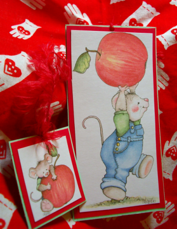 Mouse and the apple bookmark
