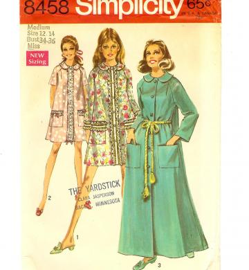 Housecoat Robe in size M by Simplicity 8458 from 1969