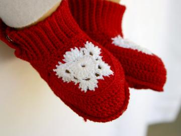 Cute red and white crocheted snowflake baby booties newborn footwear infant shoes 0-3 month soft soled washable cotton crochet thread