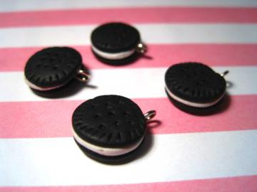 Cream Cookie charms (4)