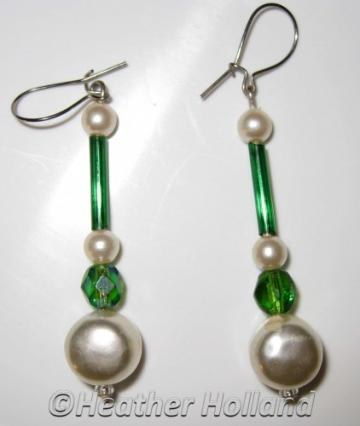 Earrings Glass Emerald Green Beads with Pearl Beads E038