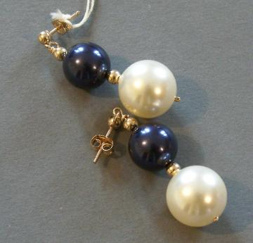 Royal style - Navy and Cream Swarovski Pearl Earrings