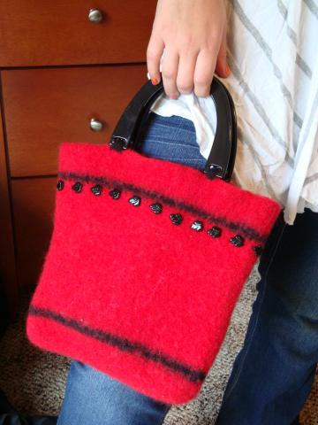 Purse, wool, felt, handled, red,crochet