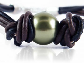 Green Pearl Bracelet Black Brown Leather Swarovski  by LeelaBijou on Sense of Fashion