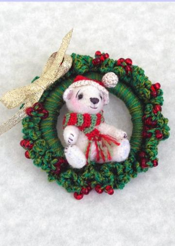 Crochet Pattern, Miniature Thread Bear and Wreath, Ornament or Brooch, Beary Christmas - PDF File