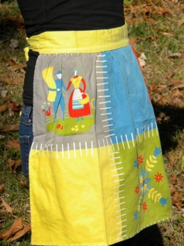 1970's Cottage Country Vintage Waist Tied Apron Retro Colors Fun imagery