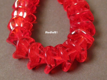 20 pcs Czech Glass 3-Petal Flower Beads Ruby