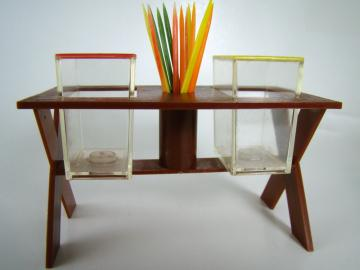Salt and Pepper Shakers, Picnic Table with Toothpicks - 1976 Vintage Set
