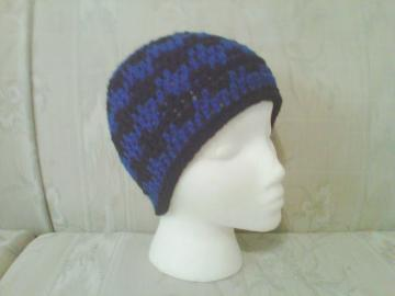 black and royal blue wavy crochet beanie