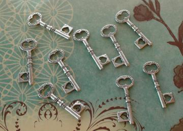 Metal Key charms 9 pieces