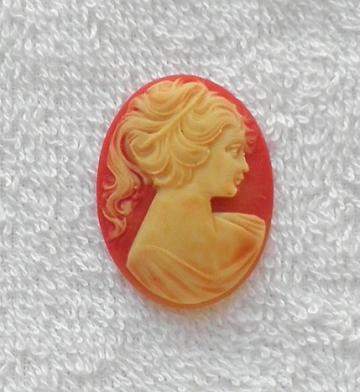 40 x 30 mm. Carnelian and cream realistic W. German acrylic cameo S26