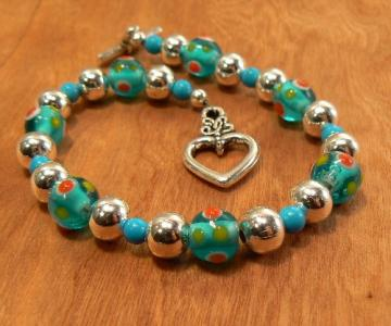 Bracelet with howlite, blue lamp work and silver beads with heart shaped toggle clasp