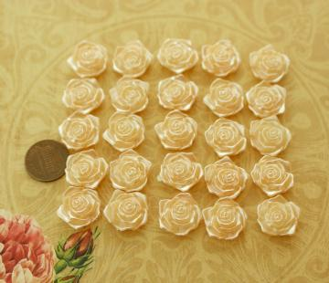 Champagne plastic flower beads- 3/4inch- 25 pieces