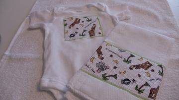 Burp Cloth  and  Onesies Bodysuit Set Bazooples Zoo Print