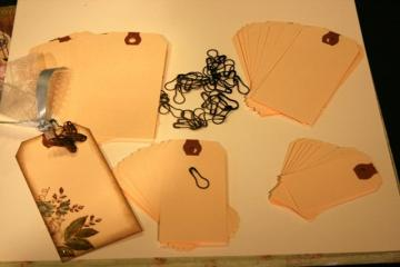 "40 manila shipping hang tags for scrapbooking 4 sizes and 40 ""vintage"" garment pins to hang charms EK4"