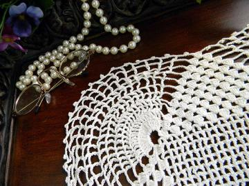 Art Deco Doily - Spider Webby Corners in Vintage Crochet 6119