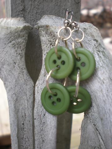 2 Green Button earrings