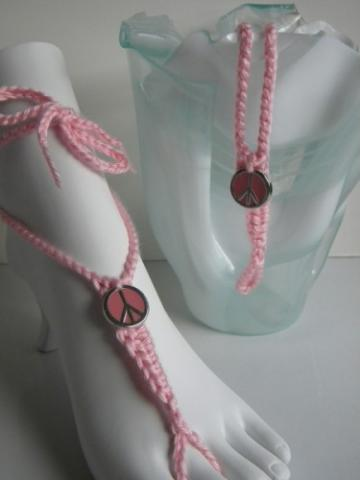 Pink Peace Toekinis - soft pink barefoot sandals peacefully on foot