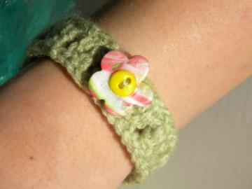 Briannas Flower Button Bracelet - handmade flower vintage button cuff