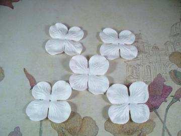 100 Medium White Hydrangea Petals 1-5/8""