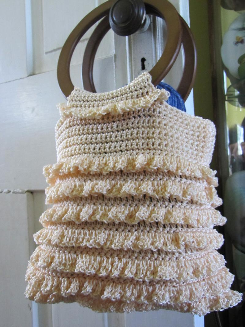 Crochet Purse Patterns With Wooden Handles : Crocheted Ruffle Purse with Wooden Handles in Cream
