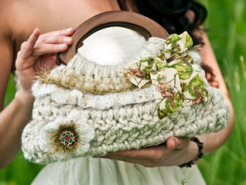Small Spring Ruffle Purse Crochet Pattern