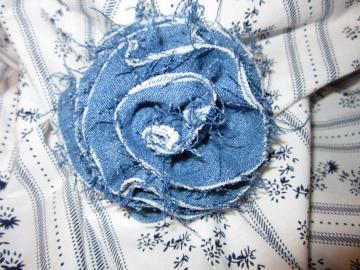 FABRIC ROSE PIN