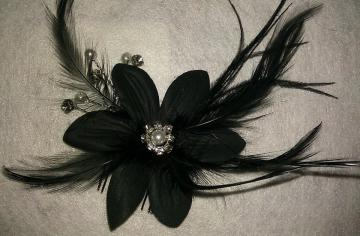 Black Flower and Feather Comb