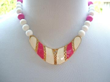 Pink and White Metal and Plastic 80s vintage necklace