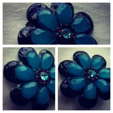 Vintage pretty blue flower broach