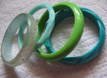 fun green retro lucite 1980s bangles
