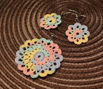 Lace crochet flower pendant and earrings in pastel color
