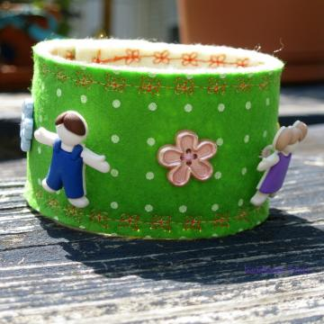 kids in the flower field felt bracelet