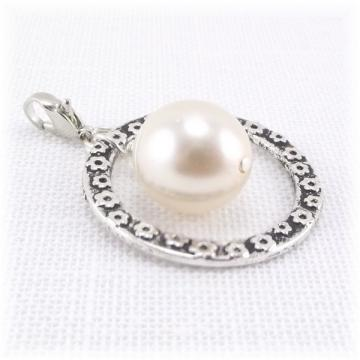 Cream Pearl and Silver Ring Zipper Pull