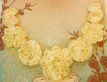 Flowers collar in YellowButter