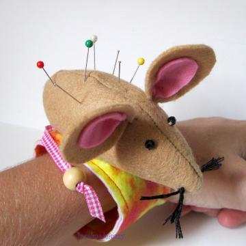 pincushion mouse bracelet