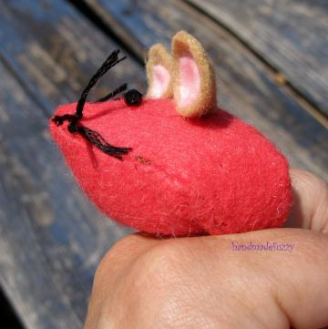 mouse finger pincushion