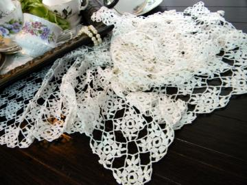 Crocheted Table Runner and Doily Set - Vintage Table Scarf 8147