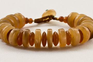 Bracelet, alternating cream, tan African horn