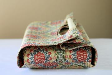 Damask floral casserole carrier